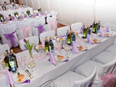 Ako ušetriť: Svadobné návleky na stoličky nemusia vždy stáť veľa