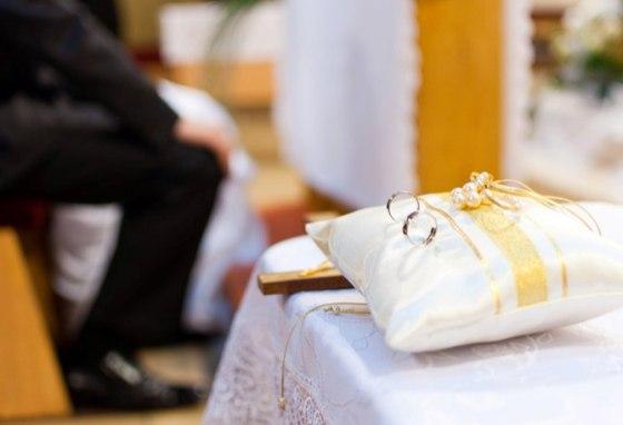 Svadba v kostole s pokrsteným ateistom je aj na vôli kňaza