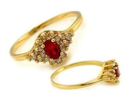 Zlatý, alebo strieborný šperk ako svadobný dar má výhody aj nevýhody