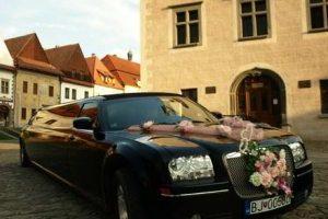 Svadobná limuzína je drahý luxus: koľko stojí a aký je výber?