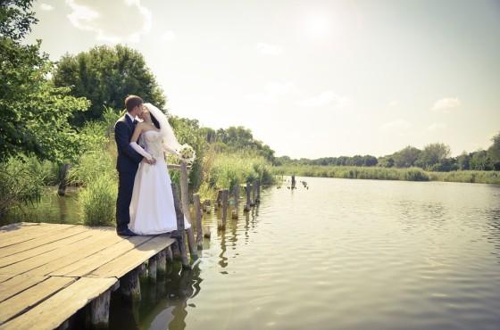 Svadba pri jazere, scenéria