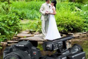 Svadobný fotograf a kameraman v jednej osobe – výhody a nevýhody